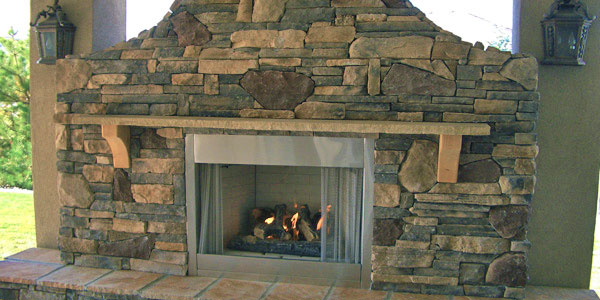 Outdoor fireplace installers Highlands Ranch, CO.