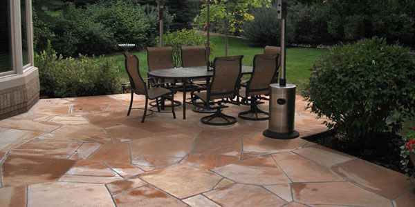 Flagstone entertaining area in Denver, CO.