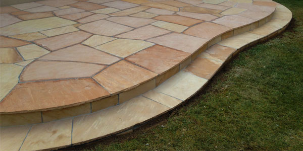 One step rounded patio made with flagstone.