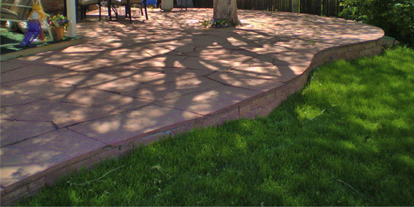 Curve edged flagstone patio in Thornton, CO.