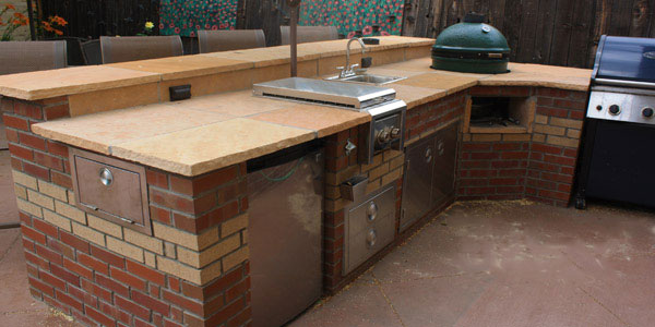 Denver outdoor kitchen with built-in smoker by Backyards Plus.
