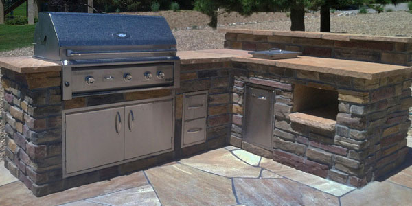 Custom designed outdoor kitchen by Backyards Plus.