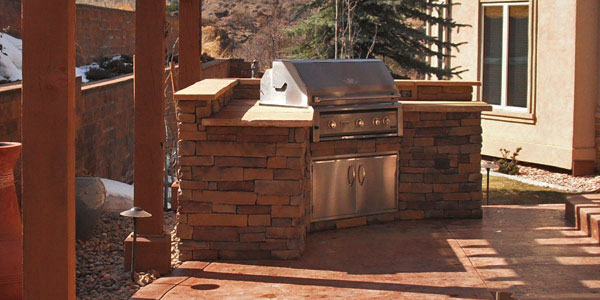 Outdoor living ideas featuring outdoor kitchens.
